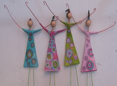 cute, but no instructions Paper Mache Clay, Paper Mache Sculpture, Quilling Paper Craft, Paper Crafts Origami, Art Du Fil, Beaded Spiders, Beads And Wire, Wire Art, Diy Projects To Try