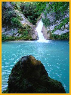 """""""Nacedero Río  Urederra El Paraíso  del Agua"""" Baquedano  en Navarra Naturalmente  http://nacedero-rio-urederra.blogspot.com.es/  www.casaruralnavarra-urbasaurederra.com  http://navarraturismoynaturaleza.blogspot.com.es/  Ruta a la Cascadas del Nacedero del Río  Urederra:  http://nacedero-rio-urederra.blogspot.com.es/2008/06/n-15-cascadas-descripcin-de-la-ruta.html"""