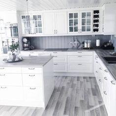 Choosing Your New Kitchen Countertops Kitchen Room Design, Home Decor Kitchen, Interior Design Kitchen, New Kitchen, Home Kitchens, Decorating Kitchen, Kitchen Flooring, Kitchen Countertops, Kitchen Walls
