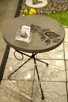 Concrete table – do it yourself decoration - Garten Design Cement Art, Concrete Cement, Concrete Table, Concrete Crafts, Concrete Garden, Concrete Projects, Concrete Planters, Concrete Design, Outdoor Projects