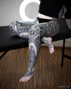 Great ornamental leg sleeves made by - search more leg sleeves. Time Tattoos, Body Tattoos, Hand Tattoos, Tatoos, Places For Tattoos, Tattoos For Guys, Flower Leg Tattoos, Blackwork, Leg Tattoos Women