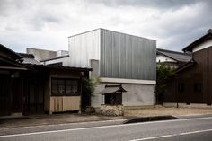 Japanese architecture office FORM/Kouichi Kimura Architects has recently conceived this house for a photographer in Shiga, Japan. Japan Architecture, Minimalist Architecture, Commercial Architecture, Architecture Office, Contemporary Architecture, Local Architects, Shiga, Workspace Design, Steel House