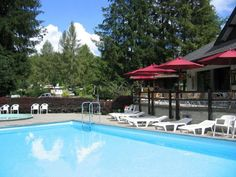 Go for a swim in a swimming pool of FRIBOURG REGION.