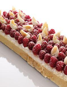 """Pavlova framboise, litchi et citron vert """"Best Of Christophe Michalak"""" Editions Alain Ducasse Un dessert parfait pour l'été, très rafraîchissant, et terriblement savoureux !"""
