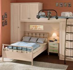 lit simple en bois massif, placards et lit mezzanine assortis, cadres décoratifs, parquet massif et tapis design