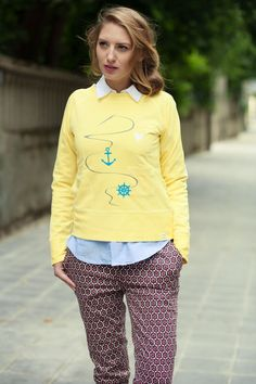 Locker leicht und momentan SALE. Im ausgewaschenen old School- Look ist dieser Sorbet- fabene Pulli mit Marine-Applikationen.    http://www.fridas-enkeltochter.de/shop/product_info.php?cPath=33_id=50  Photo by Daria Gleich $53
