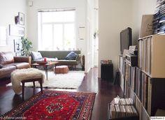 marokkolainen pouf,itämainen matto,palaset,ratia,rahi,lampaantalja,paimentolaismatto,nahkasohva,50-luvun,50-luku,jugend,peili,sohva,vintage,olohuone