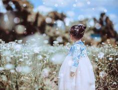 한복 Hanbok : Korean traditional clothes[dress] | #ModernHanbok Korean Traditional Dress, Traditional Fashion, Traditional Dresses, Korean Dress, Korean Outfits, Modern Hanbok, Youtube Design, Park Chaeyoung, Korean Beauty