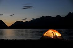 Top Tips For A Fun And Stress-Free Camping Trip. Are you ready to go camping? A bit of confidence and some sound advice can go a long way. Then this article is perfect for you Tent Camping, Campsite, Outdoor Camping, Camping Shop, Lake Camping, Camping Lights, Family Camping, Camping Checklist, Camping Hacks
