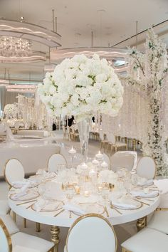 Nice Wedding Centerpieces - Necessary Criteria For Fun Wedding Decorating Uncovered - Ring Life White Wedding Decorations, Wedding Table Centerpieces, Tall Flower Centerpieces, Quinceanera Centerpieces, All White Wedding, White Weddings, Dream Wedding, White And Gold Wedding Themes, Modern Wedding Reception