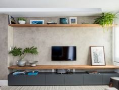 Dicas de decoração geek para quarto infantil : Mercado imobiliário e Decoração – Blog Tecnisa Home Living Room, Interior Design Living Room, Living Room Decor, Tv Wanddekor, Sala Grande, Living Room Tv Unit Designs, Tv Wall Decor, Home Furniture, Home Decor