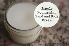 This Nourishing Hand and Body Cream is super easy and keeps your skin soft, even in the winter months. - coconut oil - shea butter - cocoa butter - aloe vera juice - carrier oil of choice - essential oil of choice Aloe Vera, Do It Yourself Food, Lotion Recipe, Diy Lotion, Homemade Cosmetics, Homemade Beauty Products, Beauty Recipe, Tips Belleza, Coconut Oil