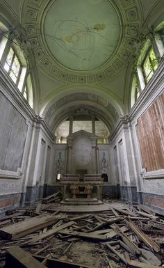 The broken remains of what was once the private chapel of a grand residence in rural Italy. (Photo: Forgotten Heritage Photography)