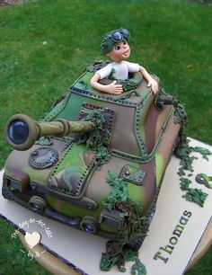 Tank themed cake - the-icing-on-the-cake . Army Tank Cake, Army Cake, Military Cake, Military Party, Army Birthday Parties, Army's Birthday, Camouflage Cake, Camo Party, Gi Joe