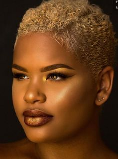 Been in love with short hair 😍 Short Natural Styles, Short Natural Haircuts, Natural Hair Cuts, Short Styles, Short Blonde Haircuts, Short Sassy Hair, Short Curls, Short Hair Cuts, Twa Haircuts