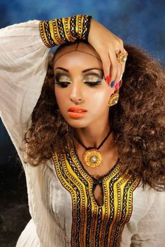 Another gorgeous Ethiopian traditional dress Ethiopian Wedding Dress, Ethiopian Dress, Habesha Kemis, Eritrean, Ethiopian Traditional Dress, Traditional Dresses, African Beauty, African Fashion, Ethiopian Beauty