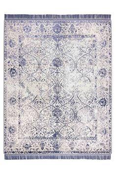 Een off blauw modern tapijt
