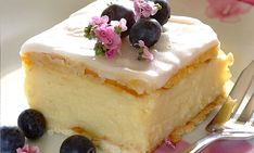 Need a simple but ever-so-delicious dessert Try our custard slices recipe today! Custard Recipes, Baking Recipes, Cake Recipes, Dessert Recipes, Kid Desserts, Pudding Recipes, Dessert Ideas, Stork Recipes, Kos