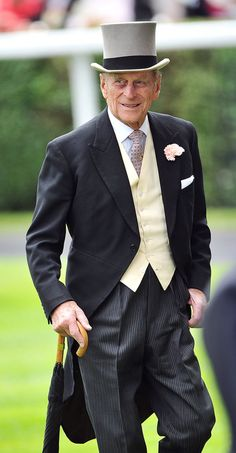 Pin for Later: A Look at Charming Prince Philip Through the Years The Duke of Edinburgh looked dapper during the annual Royal Ascot horse racing event on June Elizabeth Philip, Princess Elizabeth, Queen Elizabeth Ii, Princess Diana, Prinz Charles, Prinz William, Prins Philip, Duke Edinburgh, Cutaway