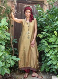 Dress / tunic in pure silk shantung bronze color. Sarouel taffeta cherry red color  Necklace pendant bronze, ancient coin pearls and ethnic beads    The dress is designed to be worn in superposition, however, if you're not tall  (max 160cms) you can wear it alone.