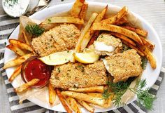 Fish and Chips (au four) Fish And Chips, Chips Au Four, Mets, Beignets, Fish And Seafood, Seafood Recipes, Cobb Salad, Salmon, Food And Drink