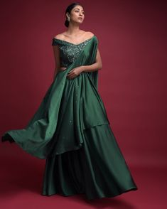 12) Go green with the emerald green flared skirt cum lehenga! Yellow Lehenga, Mehendi Outfits, Bridesmaid Outfit, Gathered Skirt, Colourful Outfits, Indian Girls, Flare Skirt, Indian Fashion, Fashion Outfits