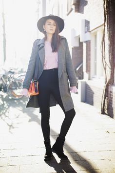 I'M WEARING  >>  Sweater: H&M Trend  |  Pants: American Apparel  |  Bag: Sportmax  |  Boots: Doc Martens  |  Coat: Hugo Boss