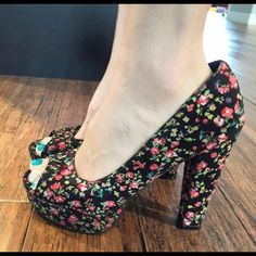Floral Peep Toe Pumps Never Been Worn Great Spring time heels with platform. Very sweet colorful shoes! Forever 21 Shoes Heels