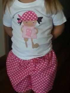 Pirata niña con shorts a juego
