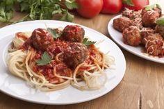 Spaghete cu chiftele si sos de rosii - Culinar.ro