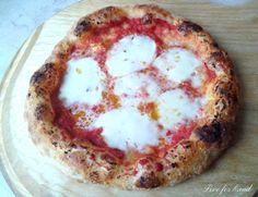 Questa ricetta è frutto di molti anni di prove,una pizza molto apprezzata dagli amici del mio gruppo,dei tanti a cui sono iscritta