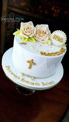 joannapydacakestudio Holy Communiin Cake with sugar roses and cake lace