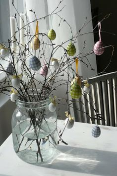 Easter tree ~ We make an Easter tree every year since we lived in Berlin. My daughters made them and now my grandchildren. Spray paint a branch white and hang eggs, chicks and Easter bunnies on it! Hoppy Easter, Easter Bunny, Easter Eggs, Easter Projects, Easter Crafts, Easter Tree Decorations, Egg Tree, Easter Parade, Easter Celebration