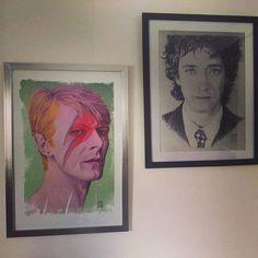 Dos de mis #obras enmarcadas y en exhibición en la casa de un feliz comprador. Bowie ya es oficialmente mi #retrato más vendido. // Two of my works of art exhibited at a private #collection. My #bowie #portrait is officially my best selling work. #cerati #artprints #drawings #art #portraits