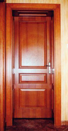 klasszikus plattolt betétes beltéri ajtó, egyedi borítással, kazettás mélybéléssel