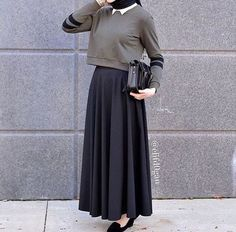 wear with a sporty-ish twist. I like, I like a lot ♡ wear with a sporty-ish twist. I like, I like a lot ♡wear with a sporty-ish twist. I like, I like a lot ♡ Hijab Casual, Hijab Chic, Islamic Fashion, Muslim Fashion, Modest Fashion, Fashion Outfits, Modest Wear, Modest Dresses, Modest Outfits