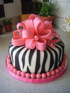 Oooo too pretty to eat zebra diva cake LOL