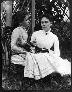 Helen Keller with Anne Sullivan in July 1888 - ヘレン・ケラー - Wikipedia