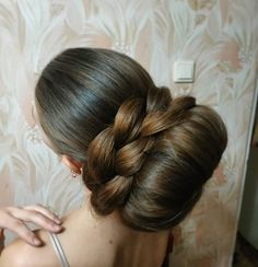 A braided bun! Bun Hairstyles For Long Hair, Sleek Hairstyles, Updo Hairstyle, Beautiful Braids, Beautiful Long Hair, Amazing Hair, Beautiful Buns, Super Long Hair, Big Hair