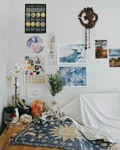 Vintage Decor Living Room Bohemian Bedroom Decor Ideas - Find out how to grasp bohemian room decor with these 33 bohemia-style rooms, from eclectic bedrooms to kicked back living rooms. Decoration Bedroom, Bohemian Bedroom Decor, Boho Room, Diy Decoration, Decor Room, Room Decorations, Bohemian Dorm Rooms, Photo Decorations, Bedroom Inspo