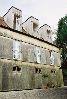 Valerio Olgiati, Haus Kucher, Rottenburg am Neckar. New form decaying.