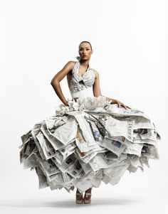Fashion designer Gary Harvey's Newspaper Dress was part of a stunning exhibition during London Fashion Week in 2007 which showcased a collection of eco-conscious couture. The dress is made from 30 copies of the Financial Times. Paper Fashion, Fashion Art, Fashion Beauty, Fashion Show, Fashion Ideas, Latest Fashion, High Fashion, Vetements Clothing, Paper Clothes