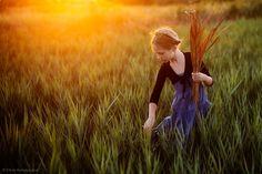 Gathering grain.... (Photo by Elena Karagyozova).