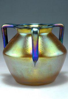 Henkelvase, um 1910 Kirschner, Marie (in der Art von) - Lötz, Klostermühle Glass Ceramic, Ceramic Pottery, Pottery Art, Cut Glass, Glass Art, Bohemia Glass, Victorian Art, Czech Glass, Fused Glass