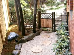 Japanese garden gate - like the black trim to go with fence