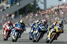 Le superbike  Superbike désigne une catégorie de courses de vitesse moto.  Techniquement, les motos engagées en Superbike restent très proches des motos de série, contrairement aux MotoGP qui sont des prototypes. Elles peuvent recevoir une foule d'améliorations mais pas de refonte totale. Par exemple les carters doivent avoir la même forme que sur la moto de série.