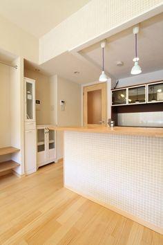 キッチン事例:モザイクタイルがかわいい対面キッチンカウンター(収納計画にこだわった北欧スタイルの家)