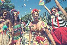 Carnaval já tá aí batendo na porta e você ainda não se programou? A melhor pedida pra última hora é montar a fantasia e se jogar nos bloquinhos de rua! Confira nossa seleção!