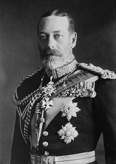 King George V (Son of King Edward VII, Father of both King Edward VIII (who abdicated), and of King George VI (the father of Queen Elizabeth II). Roi George, George Vi, Queen Mary, Queen Elizabeth Ii, Victoria's Children, English Monarchs, Alexandra Of Denmark, Reine Victoria, King Edward Vii