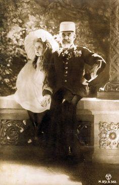 Regele Carol I cu Principesa Elisabeta, viitoarea regină a Greciei. Romanian Royal Family, Young Prince, Rare Pictures, European Countries, Royal Weddings, Prince And Princess, Prince Charles, Queen Victoria, Eastern Europe